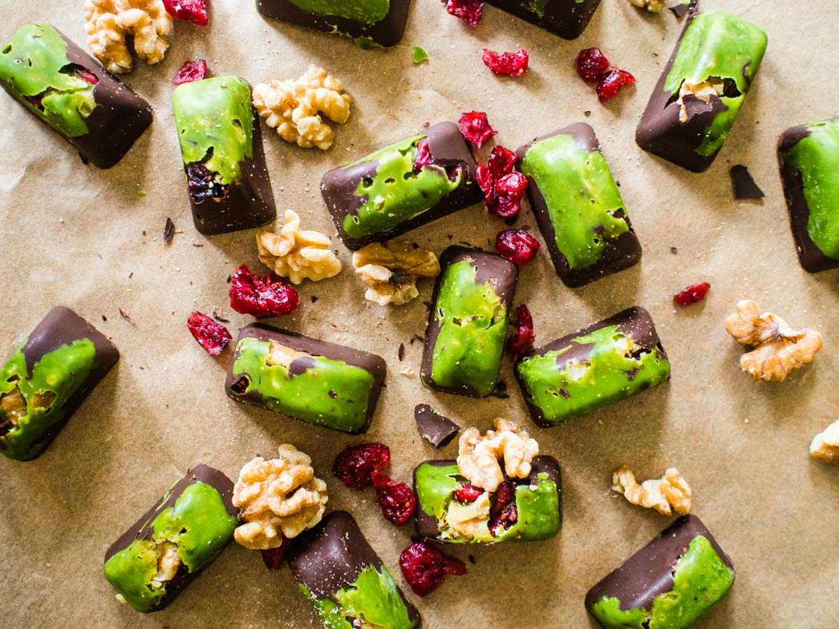 Holiday Matcha Dark Chocolate Bites | Matcha Reviews
